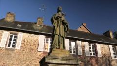 Pauvres de Poitiers- statue Montfort.jpg
