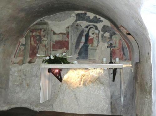 VE PN 101 Humilité de la crèche de Greccio autel_greccio3.jpg