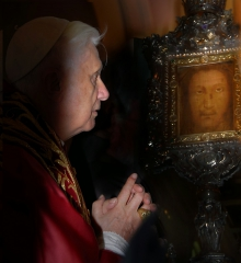 Pope Benedict and the Holy Face Stefano Spaziani.JPG