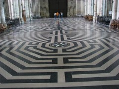 LABYRINTHE-CATHEDRALE-DAMIENS.jpg